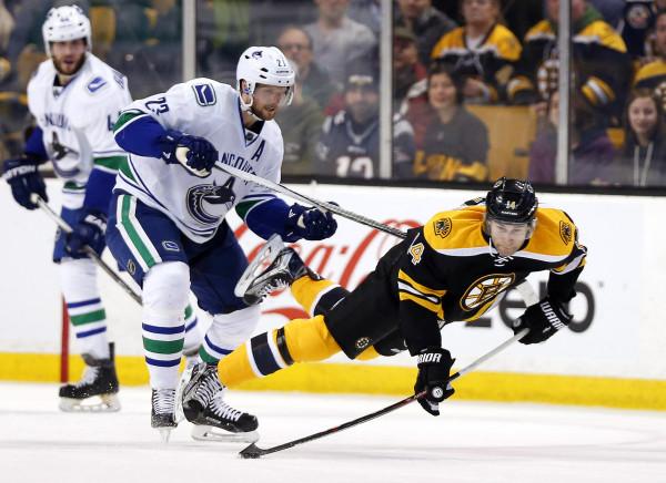 Daniel Sedin breaks Canucks  goal record in win — Boston Bruins — Bangor  Daily News — BDN Maine 50c0873b7