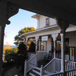Coastal Maine inns lure high-end travelers willing to pay up to $1,000 per night
