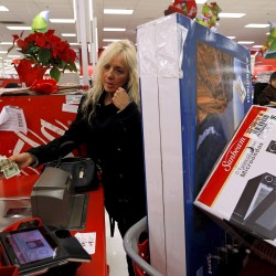 Economy gets mixed news ahead of holidays