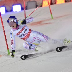Vonn wins World Cup super-G in front of home crowd