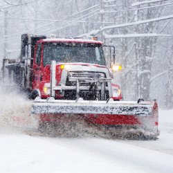 Early storm pelts East Coast with wet, heavy snow