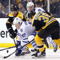 Bruins' Rask joins the winning with 4-1 win over Leafs