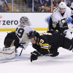 Penguins clinch top seed in emotion-filled game at Boston