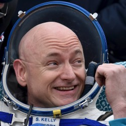 Identical twin US astronauts to serve as research subjects