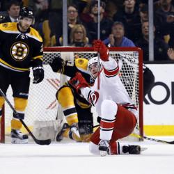 Ward stops 33 shots in Hurricanes' win over Bruins