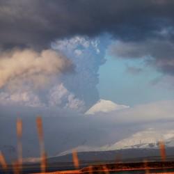 Alaska volcano erupts with new intensity, prompting 'red' alert