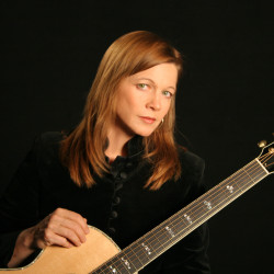 Singer-songwriter Carrie Newcomer