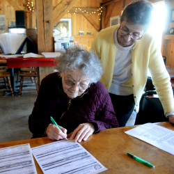 Maine Senior FarmShare helps low-income seniors, local growers