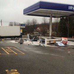 Man injured in tractor-trailer crash in Knox
