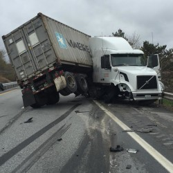 Tractor-trailers collide on Interstate 95