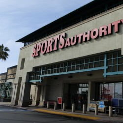 In wake of Newtown, Dick's Sporting Goods pulls rifles from stores