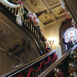 Christmas decorations, music greet visitors to Montpelier