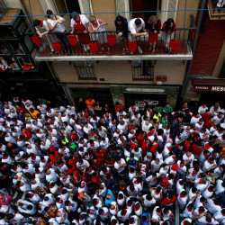 American tourist, two Spaniards gored at Pamplona bull-run