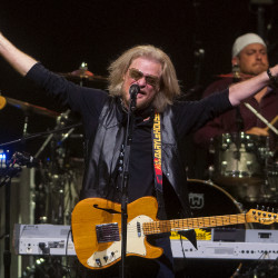 Daryl Hall performs on Thursday at the Darling's Waterfront Pavilion in Bangor.