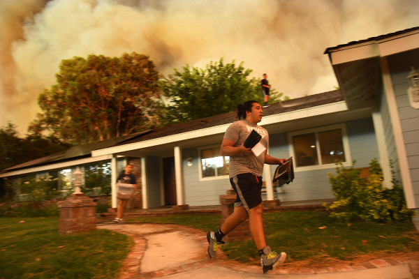 Fast-spreading wildfire north of Los Angeles prompts