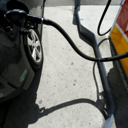 U.S. lowers forecast for summer 2013 gasoline prices