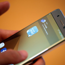 A customer tries out a Samsung Electronics' Galaxy Note 7 at the company's headquarters in Seoul, South Korea, Oct. 10, 2016.