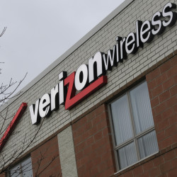 Verizon Wireless announced plans on Wednesday to close its call center on Telcom Drive in five months, relocating its 218 workers to 16 other centers around the country in what a company spokesman described as a real estate consolidation.
