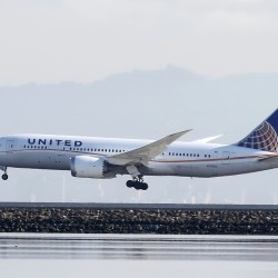 A United Airlines Boeing 787 Dreamliner touches down at San Francisco International Airport, San Francisco, California, April 11, 2015.