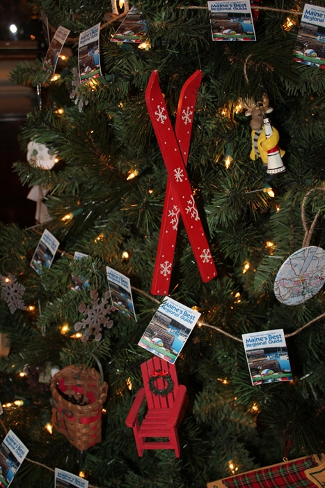 businesses invited to decorate a tree for christmas at woodlawn