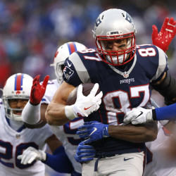 Patriots' Gronkowski improving, 2014 status unclear