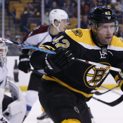 Boston Bruins right wing David Backes (42) eyes the puck during the third period against the Colorado Avalanche at TD Garden on Thursday night. The Colorado Avalanche won 4-2.