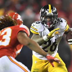 Le'Veon Bell of the Pittsburgh Steelers looks upfield for running room against the Kansas City Chiefs during the AFC Divisional Playoff game on Sunday at Arrowhead Stadium in Kansas City, Missouri. The Steelers won 18-16.