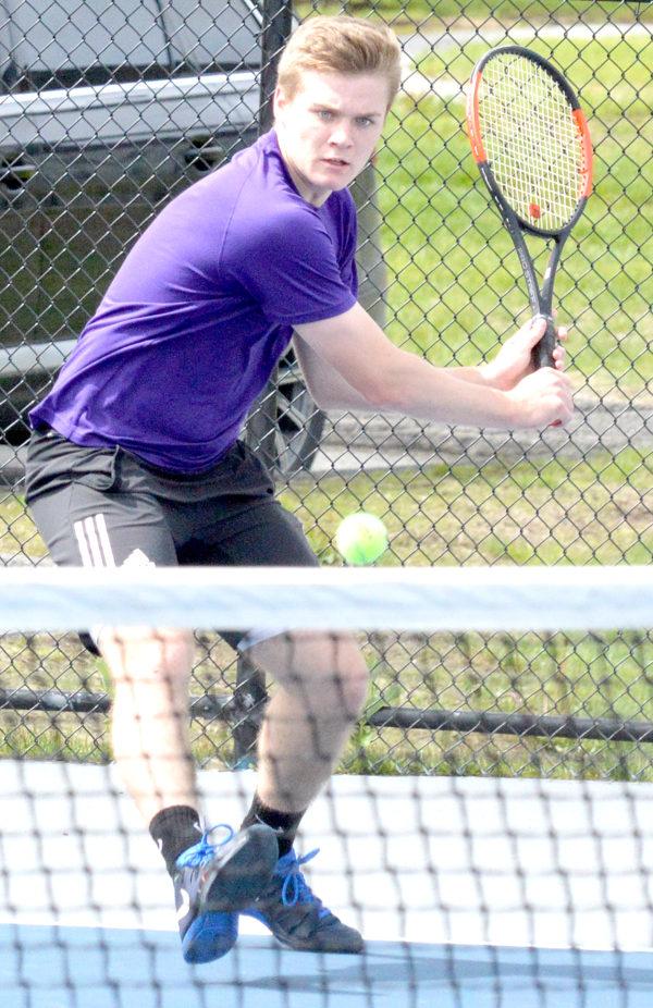 colby-tennisschlaeger-maedchen
