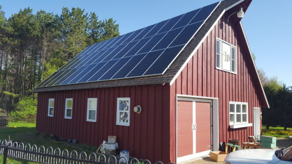 A Maine barn fitted with a 12kw solar power generation system.