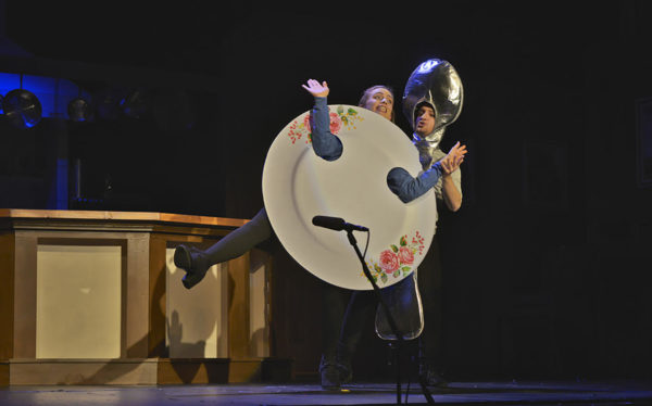 Lauren Scheibly and Ian Doran as the Dish and the Spoon perform &quotSilvery Moon&quot in John Brustein's &quotThe Night Kitchen.&quot
