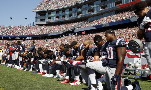 Do NFL rules require players to stand during the national anthem?