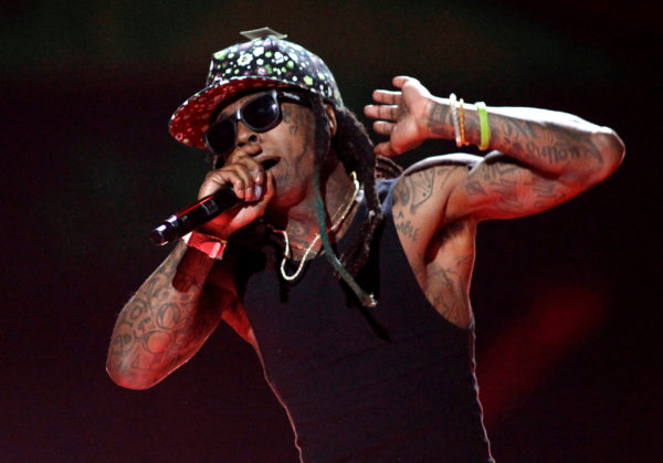 Rap star Lil Wayne hospitalized after suffering seizures