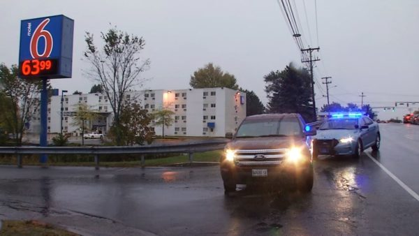 Police launch manhunt after standoff at empty Portland hotel room