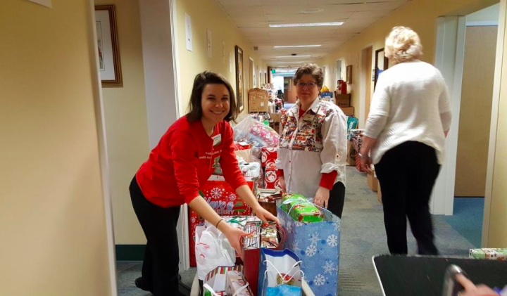 Hospital employees deliver Christmas to 51 Maine families in need