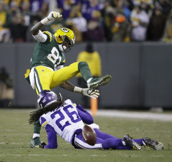 Vikings face Packers at Lambeau