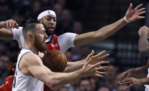 Bazemore jumper in final seconds lifts Hawks over Pelicans
