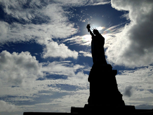 Cuomo vows to reopen Statue of Liberty as shutdown enters second day