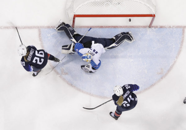 United States women's hockey team thumps Finland, moves into gold medal game