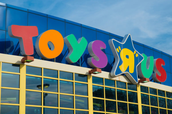 Schumer: Toys R Us needs to redeem gift cards for cash