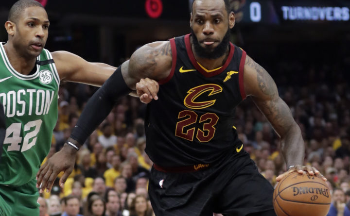 LeBron James reacts to breaking Kareem Abdul-Jabbar's record