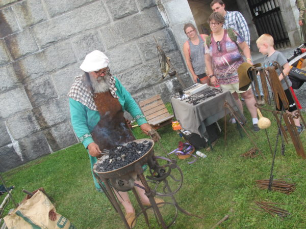 Swords clash at Fort Knox medieval gathering — Living