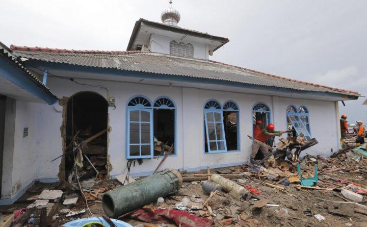 Christmas Tsunami.Indonesia Tsunami Survivors Remain Jittery As Deaths Hit 429
